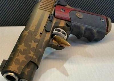 Flag Handgun Gold